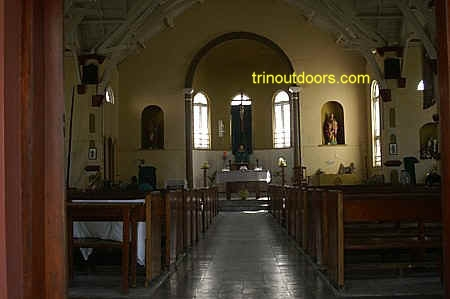 interior mayaro catholic compressed.jpg (57331 bytes)