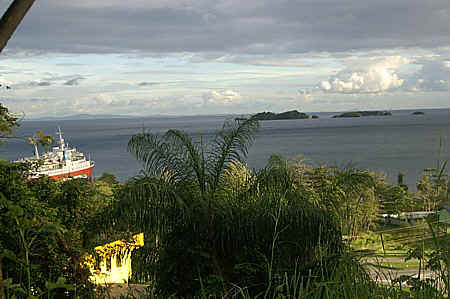 view of gulf of paria.jpg (79239 bytes)